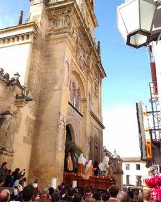 "En #Instagram: ""La Borriquita"" saliendo de la catedral #Córdoba #España #SemanaSanta #cofrade #photo http://ift.tt/1RXmoSC"