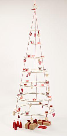 Josef – the eco friendly Christmas Furniture. (alternative christmas tree, wooden tree, modern xmas tree, eco friendly, Alternativer Weihnachtsbaum, Ökologisch, Holz)