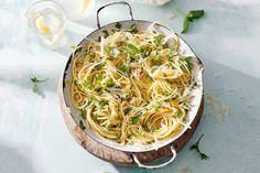 Knoflook, kruiden, olie en kaas: meer heb je niet nodig voor een heerlijke pasta…