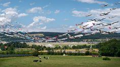 8時間ぶんの離着陸を1枚に収めた「Airportraits」写真シリーズ公開。約2年間で世界の空港を撮影 - Engadget Japanese