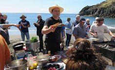 Portugal vil stjæle det gastronomiske spotlight fra Norden - via Politiken 12.05.2015 | I starten af 00'erne var det spanske køkken, med El Bulli i spidsen, på alles læber. I det seneste årti har hele verden talt om Norden. Men nu vil Portugal stjæle det gastronomiske spotlight. Foto: POTENTIALE.  »Det er sådan her, at det nye portugisiske køkken skal være«, siger Ljubomir Stanisic om den friske fiskeretter, han netop har kreeret, og som han lystigt langer ud til folk. Foto: Stephen Haar.