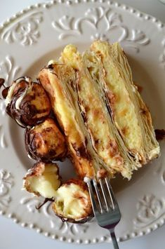 tort-mille-feuille-cu-profiterol-11 Czech Desserts, Easy Desserts, Sweets Recipes, Cake Recipes, Chocolate Bowls, Vegetarian Recipes, Cooking Recipes, Good Food, Yummy Food