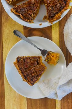 Two classic southern Thanksgiving dessert recipes meet in one perfect pie with distinct bourbon sweet potato and pecan layers. Wondering how to make pecan pie? Here's the best recipe. You'll also get a southern sweet potato pie recipe and learn how to make the perfect Thanksgiving pie with both from Dash of Jazz #dashofjazzblog #pecanpierecipesouthern #pecanpierecipeeasycornsyrup #sweetpotatopierecipessouthern #sweetpotatopecanpierecipesouthern Sweet Potato Pecan Pie, Bourbon Sweet Potatoes, Potato Pie, Pie Recipes, Dessert Recipes, Mini Pecan Pies, Thanksgiving Pies, Southern Recipes, Holiday Recipes