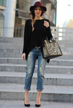 Love the simplicity of the hat, black sweater, jeans, and heels. 20 Street Style Outfits For The Fall