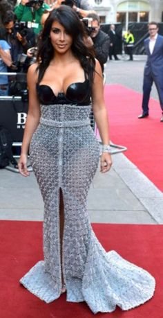 Kim Kardashian Photos - Kim Kardashian attends the GQ Men of the Year awards at The Royal Opera House on September 2014 in London, England. - Arrivals at the GQ Men of the Year Awards Estilo Kardashian, Kardashian Style, Kardashian Fashion, Kardashian Photos, Gq Men, Celebrity Dresses, Celebrity Style, Celebrity Bodies, Red Carpet Fashion