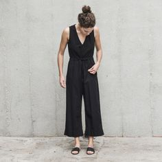 Low-cut v-neck sleeveless jumpsuit with open back slit opening and wide leg. Cinch at the waist with the drawstring or keep it relaxed. Length hits above ankle. - 100% washed pima cotton (woven) - Machine wash cold, lay flat or hang to dry - Made in Peru, using only ethical, woman-owned factories Ali Golden has been designing and producing her flowy, universally flattering line in Oakland, CA since 2011. These days production has extended to Peru and she now has two brick and mortar stores…