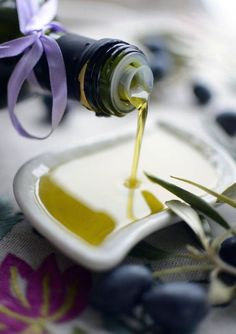 This is a Pack of 4 Cans, with a Special Price! Oz of Pure EVOO. Fresh Extra Virgin Olive Oil from our groves. Gifts For Cooks, Food Gifts, Olive Harvest, Greek Olives, How To Cook Rice, Infused Oils, Cooking Oil, Learn To Cook, Mediterranean Recipes