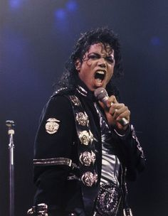 BAD World Tour Wanna Be Starting Something Live in Los Angeles January 27, 1989