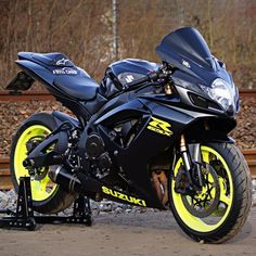 motorcycles-and-more: Suzuki GSXR – pomozmioddychac – Vehicles is art Yamaha R6, Motos Honda, Honda Motorcycles, Vintage Motorcycles, Custom Motorcycle Helmets, Suzuki Motorcycle, Motorcycle Design, Women Motorcycle, Suzuki Gsx R