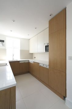 Oak Veneer Handleless Kitchen.  www.kbstoretrade.co.uk Handleless Kitchen, Gallery Walls, Wood Veneer, Kitchen Inspiration, Interior Design Kitchen, Joinery, Earthy, Interior Architecture, Apartments