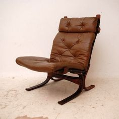 Vintage Retro Leather Chair  More videos/images of retro furniture on http://coastersfurniture.org/shabby-chic-furniture/retro-furniture/