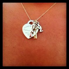 I need to do this with my dz and pike lavaliers :) maybe with my Tiffany necklace too!