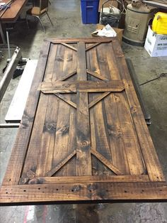 Gartentor bauen Barn Door How to Carry a Ladder Correctly In toda Rustic Doors, Wooden Doors, Wooden Windows, Diy Barn Door, Barn Door Hardware, Rustic Furniture, Diy Furniture, Luxury Furniture, Barn Door Designs