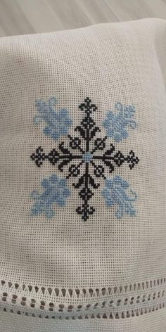 Knitting, Rugs, Decor, Cross Stitch Embroidery, Throw Pillows, Pearls, Dots, Farmhouse Rugs, Decoration