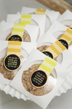What a clever idea- put a large cookie in a paper cd case for wedding favors.