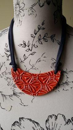 Collar Geométrico Rojo | Cerámica El Unicornio Loco