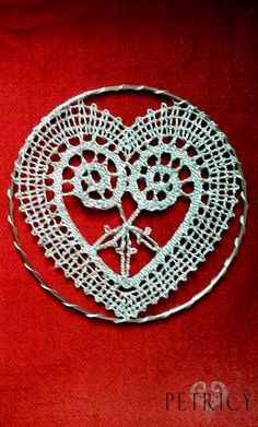 When bobbin lace is used for making Christmas ornaments. And your home is charmingly glowing in all its glory. Hairpin Lace Crochet, Crochet Motif, Crochet Shawl, Crochet Edgings, Bobbin Lace Patterns, Bead Loom Patterns, Christmas Ornaments To Make, Christmas Decorations, Lace Earrings