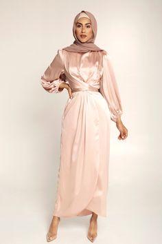 Modest Fashion Hijab, Modern Hijab Fashion, Hijab Fashion Inspiration, Muslim Fashion, Fashion Dresses, Abaya Fashion, Modest Dresses, Satin Dresses, Pretty Dresses