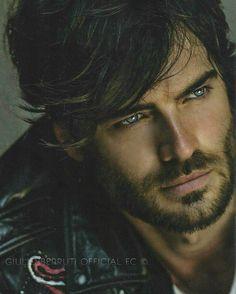 Handsome man and looks good =) Beautiful Men Faces, Gorgeous Men, Beautiful People, Simply Beautiful, Handsome Faces, Handsome Man, Book Boyfriends, Male Face, Attractive Men