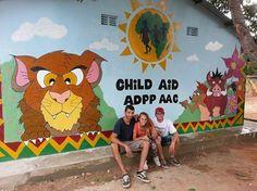 La nuova facciata dell'Escolinha de Naherenque, dipinta da Riccardo e Andrea, i primi Vacanzieri Solidali di quest'anno. Bravissimi!  #vacanzasolidale #mozambico #africa #turismosostenibile