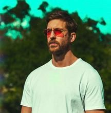 Calvin Harris looking like Tom Hardy and Ryan Gosling had a child Calvin Harris, Major Lazer, Steve Aoki, David Guetta, Chainsmokers, Tom Hardy, Dance Music, Justin Bieber, Summer Sunglasses