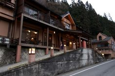 Kashiwaya Ryokan offers a foreigner and tattoo-friendly yet authentic onsen experience within toe-dipping distance of central Tokyo.