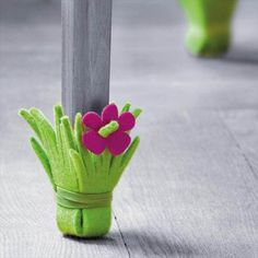 Those beautiful chairs and furniture at our home definitely needs some kinds of protection from different factors that can destroy their beauty and look so have a look at these surprisingly easy 21 DIY Chair Leg Protectors - Cute Furniture Protectors. Cute Furniture, Furniture Legs, Felt Crafts, Diy And Crafts, Chaise Diy, Idee Diy, Diy Chair, Diy For Kids, Projects To Try