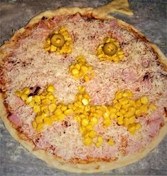 Pizza ve tvaru dýně Hawaiian Pizza, Vegetables, Food, Essen, Vegetable Recipes, Meals, Yemek, Veggies, Eten