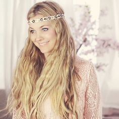 If your dream wedding consists of you walking barefoot down a beach in Tulum, Mexico, then this bohemian bridal hairstyle is perfect for you.