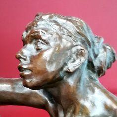 L'âge mûr (détail) vers 1890 par Camille CLAUDEL (1864-1943). Bronze. Musée d'Orsay, Paris. Photo : Hervé Leyrit Camille Claudel, Musée Rodin, Auguste Rodin, Nogent Sur Seine, Bronze, Statue, Oeuvre D'art, Les Oeuvres, Sculpture Art