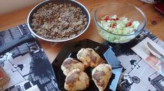 Parmesankanaa, sieniohrattoa ja salaattia