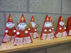 Saint nicolas maternelle - Recherche Google Preschool Christmas, Christmas Art, Christmas Ornaments, St Nicholas Day, Winter Festival, Theme Noel, Winter Theme, Advent, St Patrick
