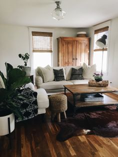 Living room updates with Rugs USA& Homegrown Cowhide Rug! Living Room Update, Home Living Room, Apartment Living, Living Room Decor, Living Room Inspiration, Home Decor Inspiration, Home Decoracion, Home And Deco, My New Room