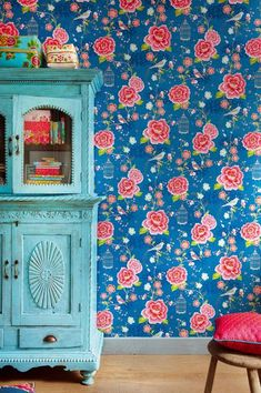 such a full design - blue floral wallpaper from Pip Studio Pip Studio, Estilo Kitsch, What's My Favorite Color, Deco Boheme, House Colors, Decoration, Painted Furniture, Turquoise Furniture, Painted Hutch