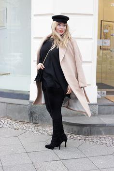 Plus size Model Caterina Pogorzelski My Blog Outfit: Camel Coat,Elbsegler Hut and Black.  Camel Coat , Elbsegler , Yoekfashion, Peter Kaiser