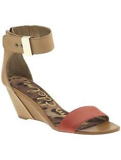 love the red + tan color blocking and small wedge... would go well with many summer outfits!