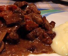 Μοσχαράκι με λευκό κρασί και μανιτάρια στη γάστρα Beef, Cooking, Food, Meat, Kitchen, Essen, Meals, Yemek, Brewing