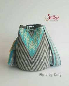 Most of the most popular bags do not meet a certain aesthetics this season. Tapestry Bag, Tapestry Crochet, Crochet Stitches, Knit Crochet, Crochet Patterns, Mochila Crochet, Crochet Purses, Knitted Bags, Handmade Bags