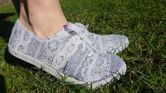 Repurposed Lace Scrap Tennies - Dream a Little Bigger Diy Clothes Bag, Clothes Crafts, Serger Sewing, Learn To Sew, Sock Shoes, Refashion, Fabric Patterns, Diy Fashion, Repurposed