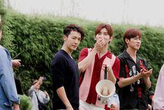 Super Junior & TVXQ at Prambanan Temple, Yogyakarta, Indonesia Lee Donghae, Siwon, Donghae Super Junior, Dong Hae, Tvxq, Asian Boys, Kpop Groups, How To Relieve Stress, Shinee