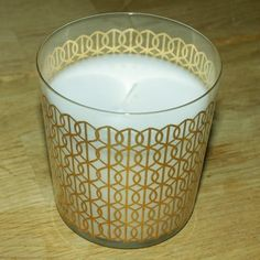 Je fabrique une bougie parfumée home-made Deco, Candle Holders, Candles, Homemade, Beautiful Candles, Floating Candle, Tips And Tricks, Creative Crafts, Bricolage