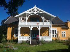Larvik: Kirkestredet 11. Villaen i Kirkestredet 11 ble bygget i 1856 for den kjente båtbygger Colin Archer, som ble født og vokste opp i nabohuset Tollerodden.