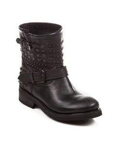 Ash Ayakkabı - VETRINA