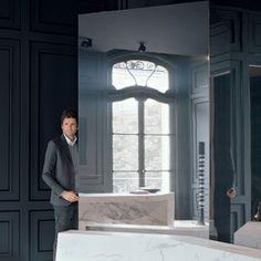 Les plus beaux decors de Joseph Dirand - Le miroir comme un paravent Modern Classic, Mid-century Modern, Joseph Dirand, Wall Design, House Design, Masculine Interior, Café Bar, Parisian Apartment, Wall Molding