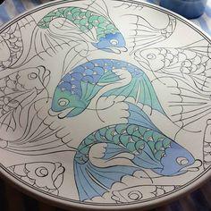 💕Balıklarım💕 #geleneksel #türk #çini #sanatı #fish #tileart #tile #tilepainting Painted Ceramic Plates, Hand Painted Ceramics, Ceramic Painting, Ceramic Tile Backsplash, Do It Yourself Wedding, Handmade Tiles, Stoneware Clay, Tile Art, Ceramic Artists