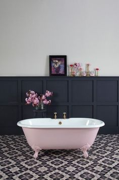 Pink bathtub!!!!!!!!
