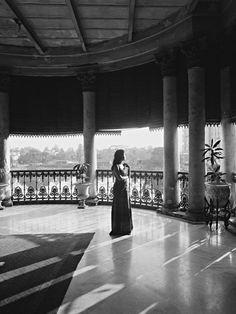 Derry Moore, Lady on Verandah, Burdwan House, Calcutta, 1977