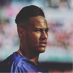 """Neymar: """" Momento de dificuldade todos nós passamos, e no futebol é igual. É um ciclo, a bola é redonda. Em um dia está bem, e no outro mal."""" #idolo♥"""