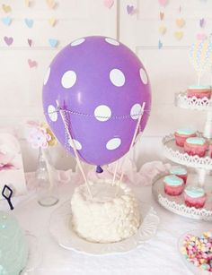 Simple Hot air balloon birthday cake