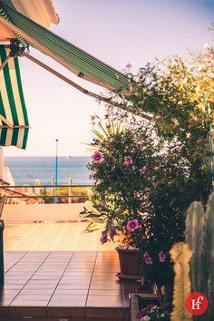 Otra terraza con encanto, la de mi tios (J.Antonio y Manoli) en Mazagón… He aprovechado la visita para tirar la foto de un rinconcito de la terraza. Otro lugar que con esas estupendas vistas invitan al relax y la tranquilidad.